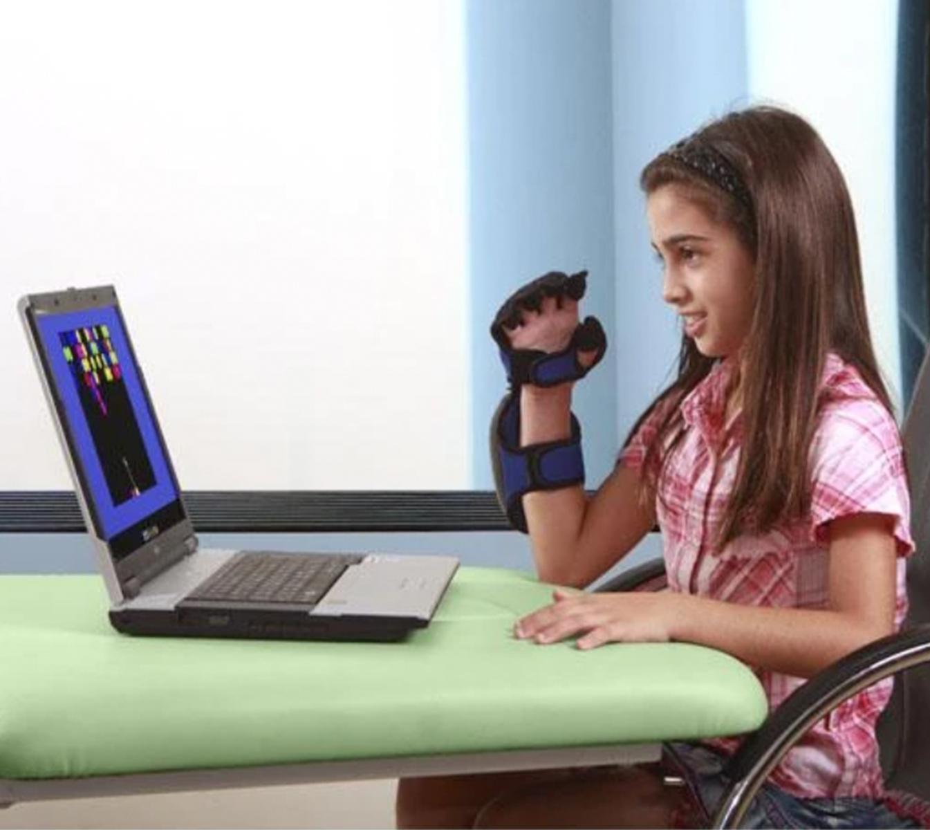 Hand Tutor TM (MediTouch) Neuroriabilitazione e Robotica, Terapia domiciliare